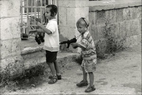 Children HEBRON Cisjordanie by David TURNLEY - Vintage Print 1990 - 7.5x11in