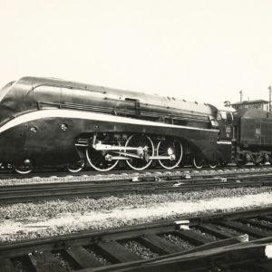 Photographie motrice carénée PLM 232-U1 de 1940