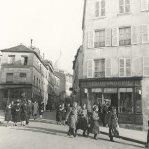 Photo Roger SCHALL - PARIS 1941 Montmartre Rue Norvin - Original Print 6.7x7in