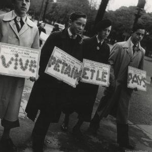 PÉTAINISTES photo Pierre JAHAN - PARIS 1er mai 1941 - Épreuve Originale 17x18cm