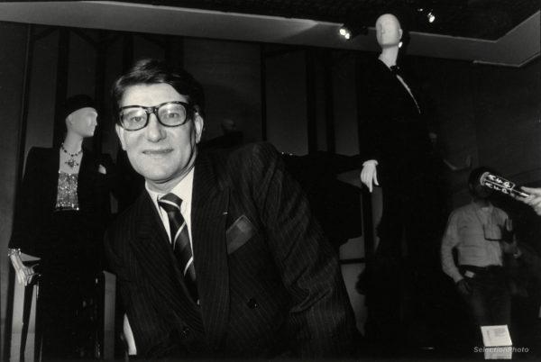 Photographie Yves SAINT LAURENT au Musée de la Mode 1986 Tirage Original 22x15cm