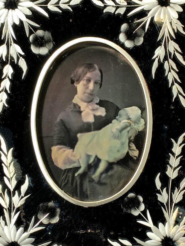 DAGUERREOTYPE 1/9e Monté en MIROIR Vénitien - Femme et Bébé Endormi - 5 x 7,4 cm