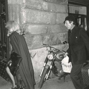 Photo Paparazzi DENEUVE & MASTROIANNI Retour à Rome 1970 Tirage Original 30x19cm