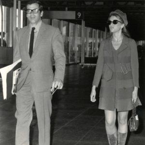 Jane FONDA et VADIM à L'aéroport 1967 - Tirage Argentique Original 22x16cm